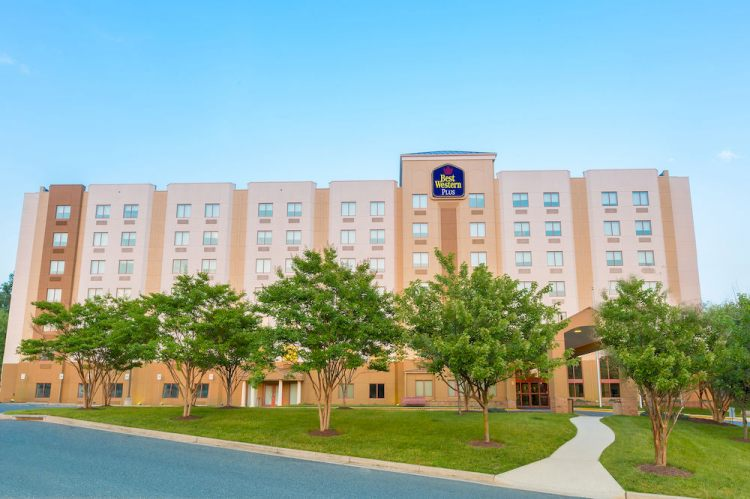 Hotel with Parking Facility Best Western Plus North Inn & Suites, MD 21225