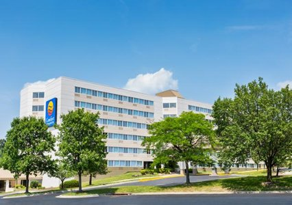 Hotel with Parking Facility Comfort Inn & Suites, MD 21225